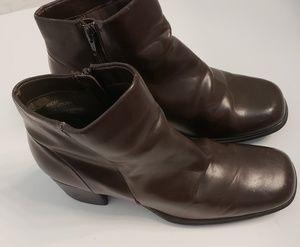 White mt brown booties style vittorio. Size 10